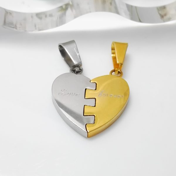 Висулка за двама с различни цветове на половинките-сребърен и златен.18к златно покритие