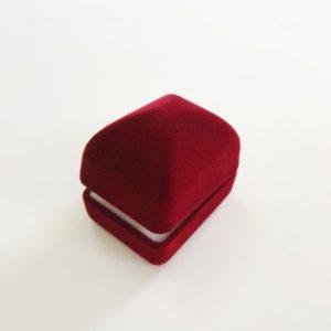 велурена кутия за пръстен и обеци