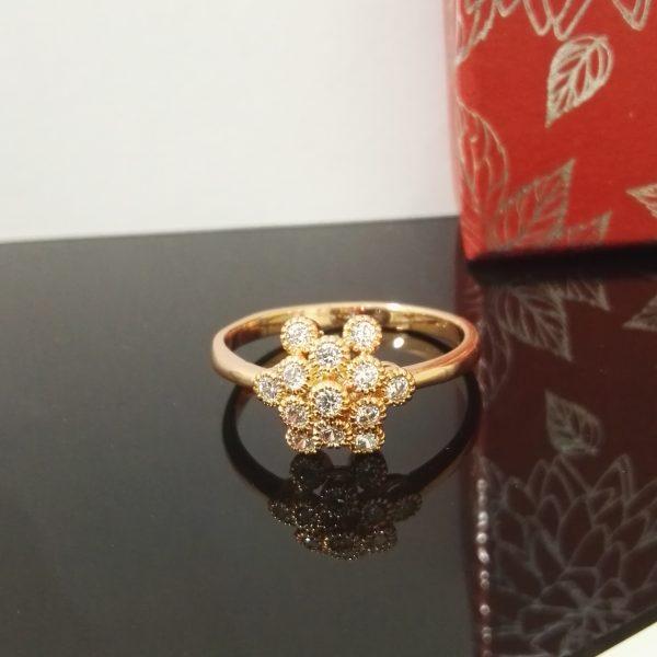 Дамски пръстен с бели цирконии.18К златно покритие