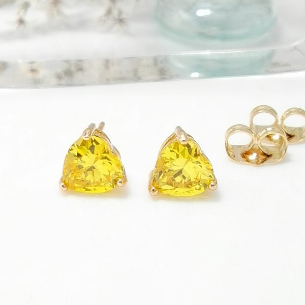 Дамски обеци на винт с жълт цирконий. 18К златно покритие