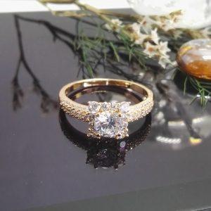 Стилен дамски пръстен с микроцирконии. 18К златно покритие