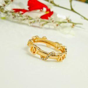 Ефектен дамски пръстен с бели цирконий. 18К златно покритие