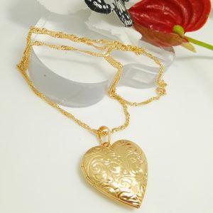 """Дамски синджир с висулка """"Сърце"""" – флорална гравюра. 18К златно покритие."""