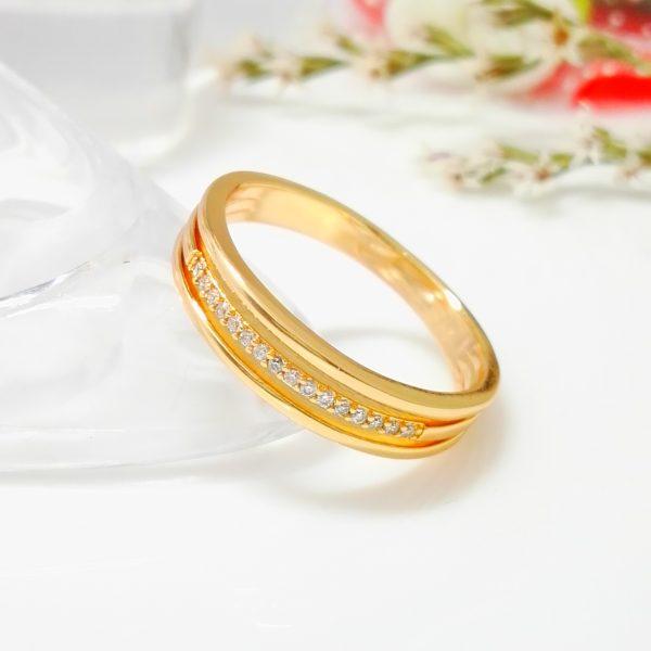 """Стилен дамски пръстен """"Донна"""" с бели кубични цирконии. 18К златно покритие"""