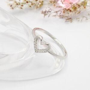 """Нежен дамски пръстен """"LOVE"""" с бели кубични цирконии.Бяло златно покритие"""