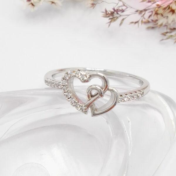 """Дамски пръстен """"Две сърца"""" с бели кубични цирконии.Бяло златно покритие"""