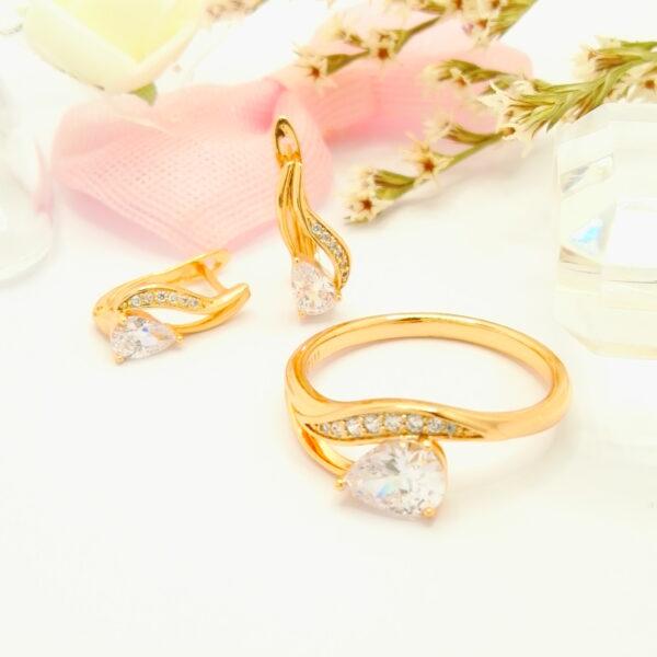 Дамски комплект – обеци и пръстен с бели кубични цирконии. 18К златно покритие.