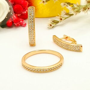 """Дамски комплект """"Съблазън"""" – обеци и пръстен с бели кубични цирконии. 18К златно покритие."""