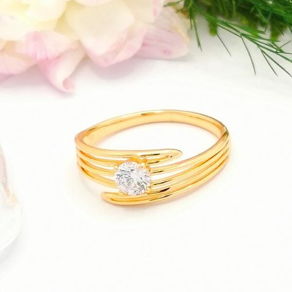 Стилен дамски пръстен с бял кубичен цирконий.18К златно покритие