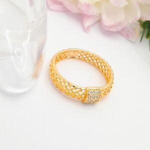 """Дамски пръстен """"Ажурен"""" с бели кубични цирконии.18К златно покритие"""
