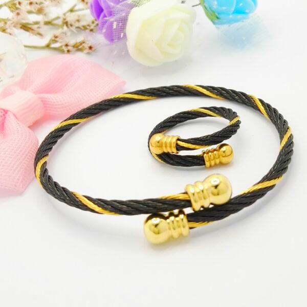 Дамски комплект – гривна и пръстен регулируеми. 18К златно покритие.