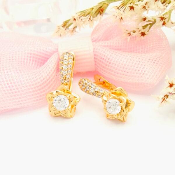 Нежни дамски обеци с бели кубични цирконии.18К златно покритие