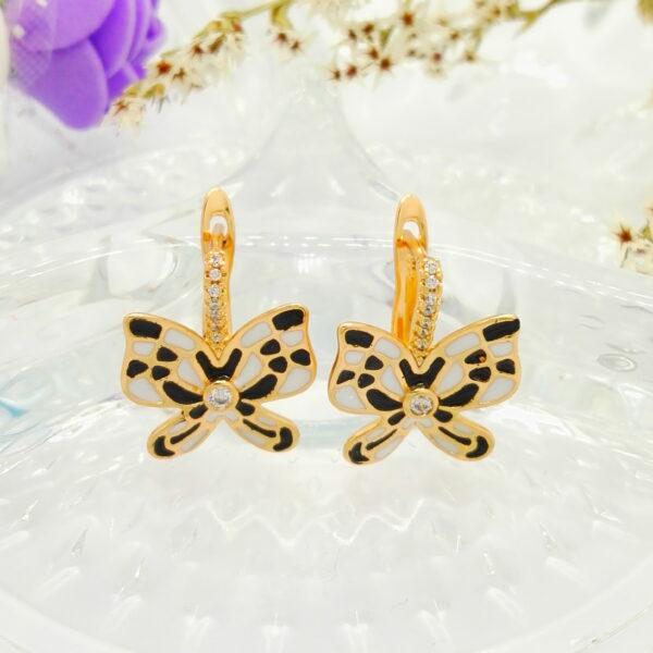 Изящни дамски обеци с черен и бял емайл, бели кубични цирконии.18К златно покритие