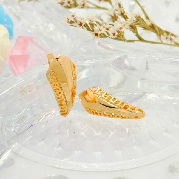 Дамски обеци с красива орнаментика и18К златно покритие.