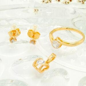 Дамски комплект обеци , пръстен и висулка с бял кубичен цирконий. 18К златно покритие.
