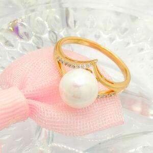"""Дамски пръстен """"Перлено изящество"""" с бели кубични цирконии и изящна бяла перла.18К златно покритие"""
