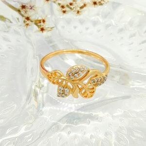 Дамски пръстен с флорални елементи и бели кубични цирконии.18К златно покритие