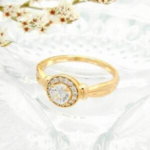Стилен дамски пръстен с бели кубични цирконии.18К златно покритие