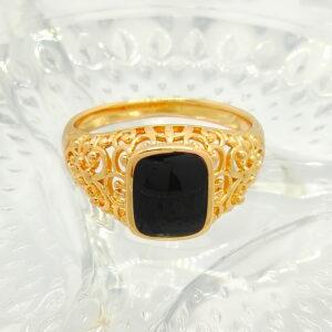 """Мъжки пръстен """"Черен оникс"""" с ажурни орнаменти и черен емайл. 18К златно покритие"""